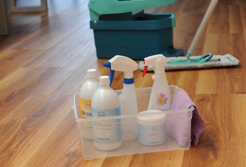EM-Proukte für die Reinigung · effektive Mikroorganismen helfen beim Reinigen und Putzen von Oberflächen, Fenstern, Küche und Bad