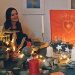 Gaby Grad begeistert mit zauberhaften Dekostücken zur Weihnachtszeit.
