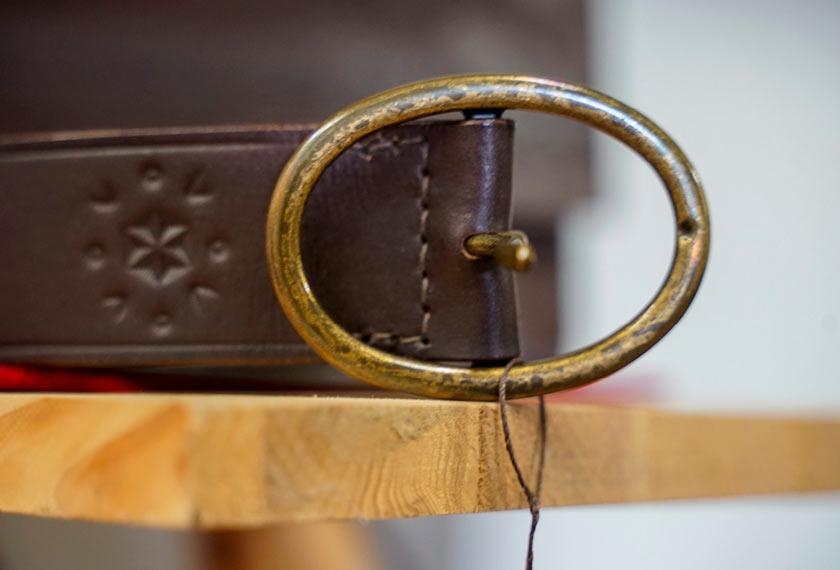Feintaeschnerin-Lederhandwerk-Beate-Kreidt-em-chiemgau