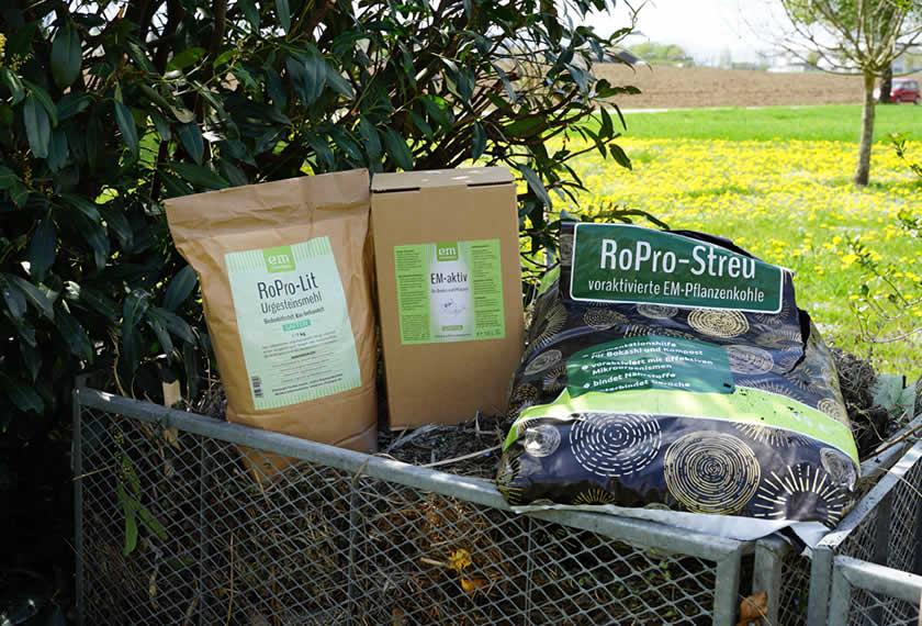 Kompost-optimieren-mit-EM-aktiv-RoPro-Lit-Urgesteinsmehl-RoPro-STreu-Pflanzenkohle-EM-Chiemgau