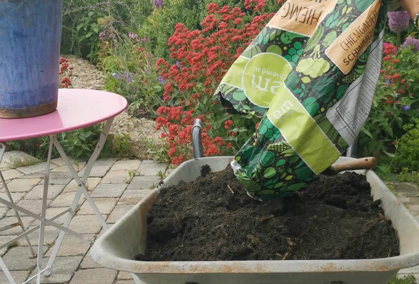 Chiemgauer-Scharzerde-torfrei-bio-Pflanzenkohle-Schafwolle-EM-Chiemgau
